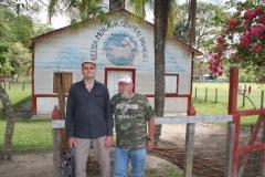 Zbyněk a M. Klesnil před modlitebnou Jednoty bratrské v Nikaragui (2018)