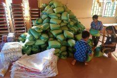 1.-Podpora-pastoru-7.-Krmeni-hladovejicich-hromada-ryze-pro-pomoc