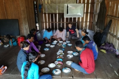 Jídlo s místními křesťany