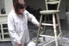 Veronika restauruje nábytek v anglickém Bételu